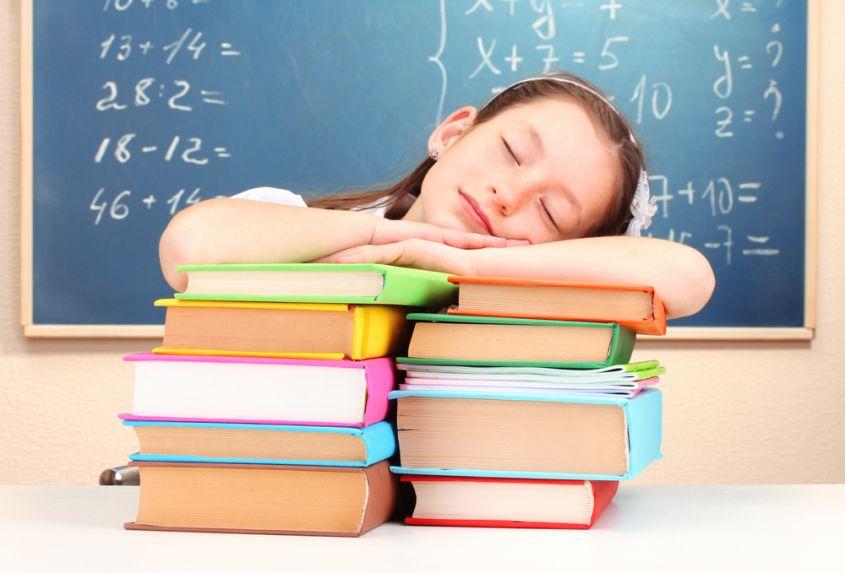 E se la campanella suonasse più tardi? L'opinione scientifica sul sonno degli adolescenti.